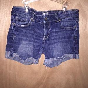 Aeropostale size 5/6 jean shorts.